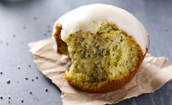 lemon-muffins-with-chia-and-honey-glaze-e1417985113570